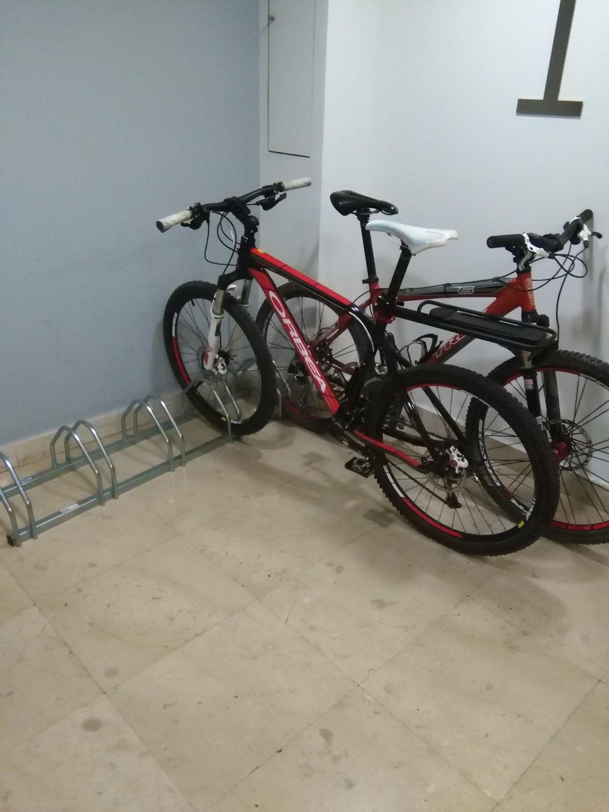 Guarda bicis best alquiler de guardabicis foto with - Guardar bicicletas en poco espacio ...