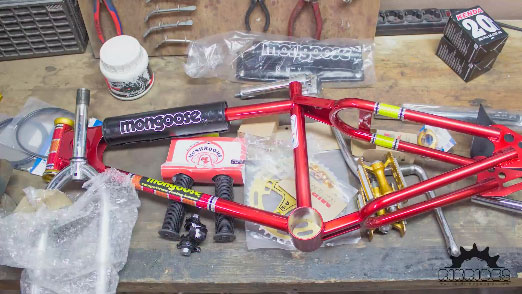 montar bicicleta Mongoose 82