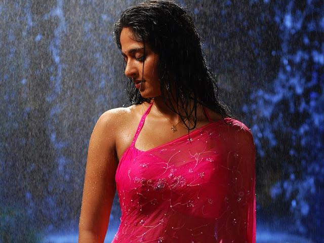 anushka-shetty-in-rain