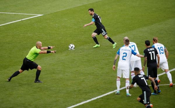 تعادل المنتخب الأيسلندي (1-1) مع نظيره الأرجنتيني .وميسي يهدر ركلة جزاء.؟