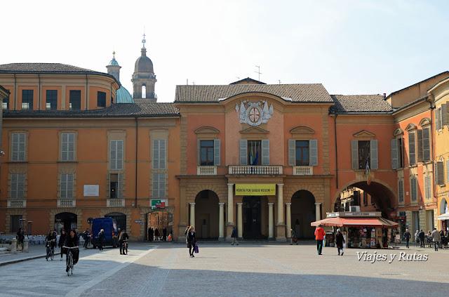 Ayuntamiento de Reggio Emilia, Piazza Camillo Prampolini