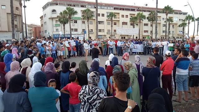 وقفة ناجحة للتنسيقية المحلية ببرشيد احتجاجا على الأحكام القاسية في حق معتقلي الريف و الصحفي المهداوي