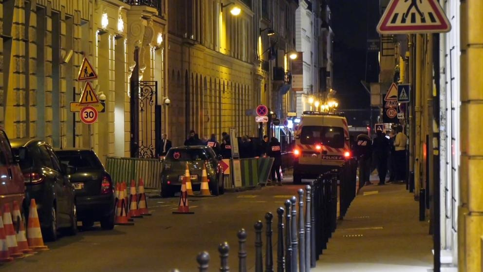 Ladrones armados se llevan joyas de hotel en París