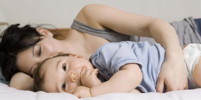 Inilah Manfaat Bayi Tidur Bersama Ibu Hingga Usia 1 Tahun