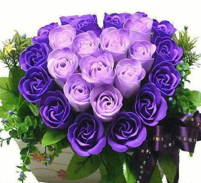 bó hoa hồng tím đẹp nhất thế giới