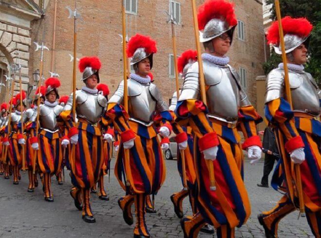 Pakaian Seragam Tentera Pelik Swiss Guard