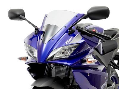 Yamaha YZF R125 close up shot