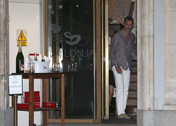 "King Felipe and Queen Letizia of Spain ate a dinner at the ""La Lonja"" restaurant in Madrid"