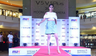 Actress Iniya Stills in Denim Jeans at Max Spring 2017 Collection Launch  0015.jpg