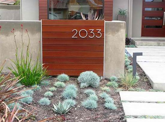 16 inspirasi desain nomor rumah sebagai aksen pagar