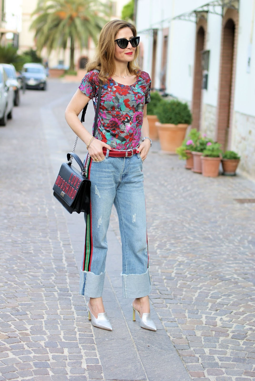 Jeans and tshirt outfit with Roberto Botticelli shoes on Fashion and Cookies fashion blog, fashion blogger style