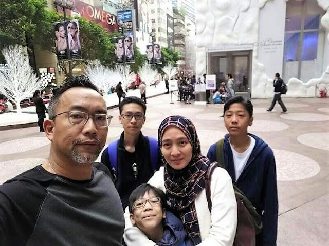 Wan Nong Muzafar dan keluarga,