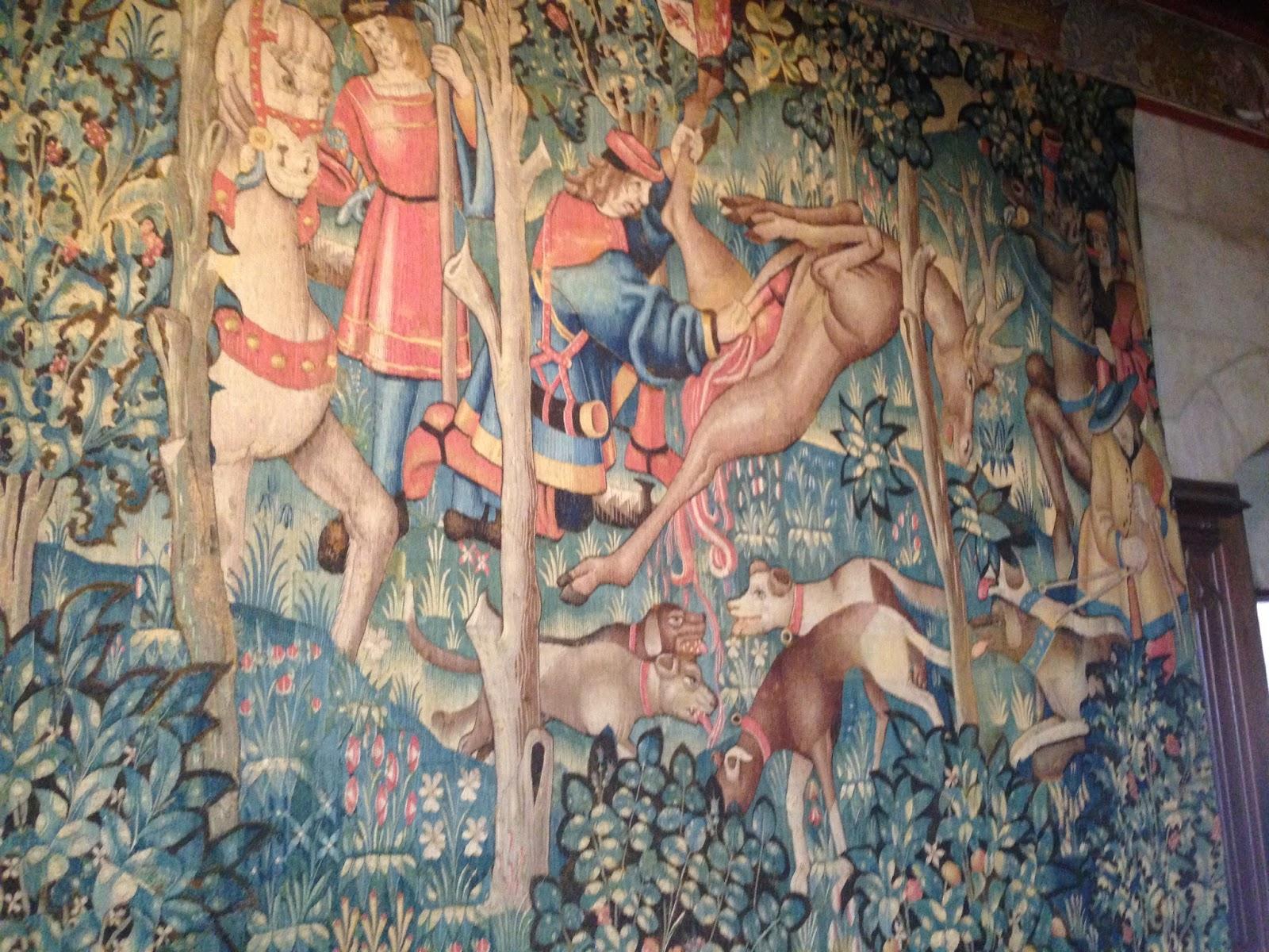 zamek nad Loarą  w Languais ma bogate wyposażenie