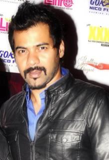 Biodata Shabbir Ahluwalia sebagai pemeran Abhi atau Abhishek Prem Mehra