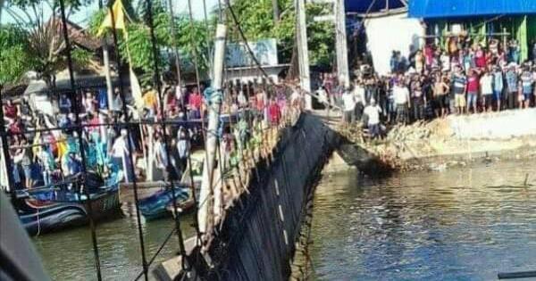 Jembatan Gantung di Puncel Dukuhseti Putus, 20 Orang dan 3 Motor Jatuh ke Sungai