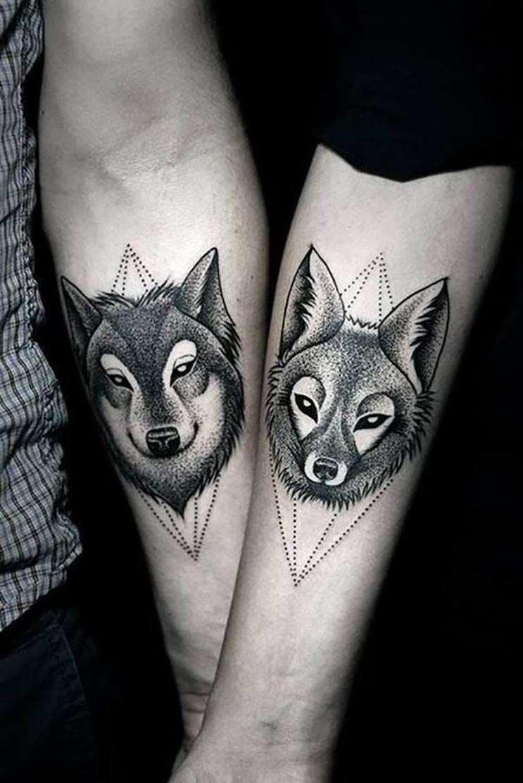Vemos un tatuaje de pareja original