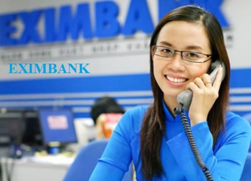 Eximbank tạo cảm giác thân thiện với khách hàng với kiểu áo dài truyền thống.
