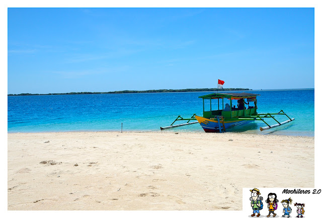 boat-to-secret-gili