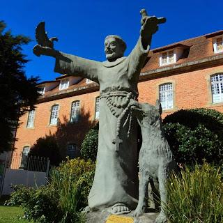 São Francisco de Assis em Frente ao  Convento São José, em Lages