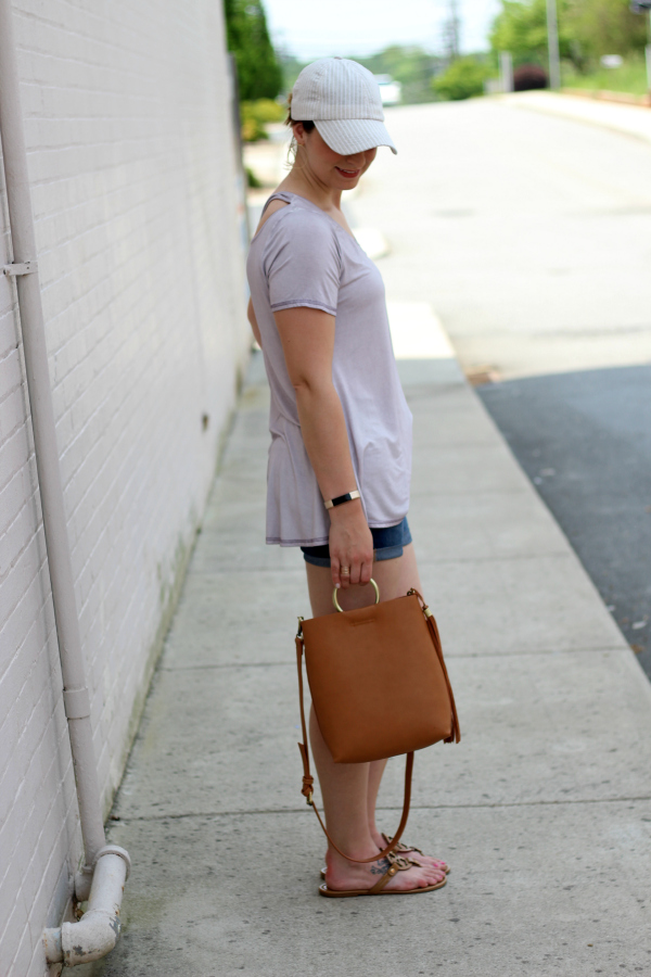 bohoblu, casual outfit, how to style a baseball hat, mom style, spring style