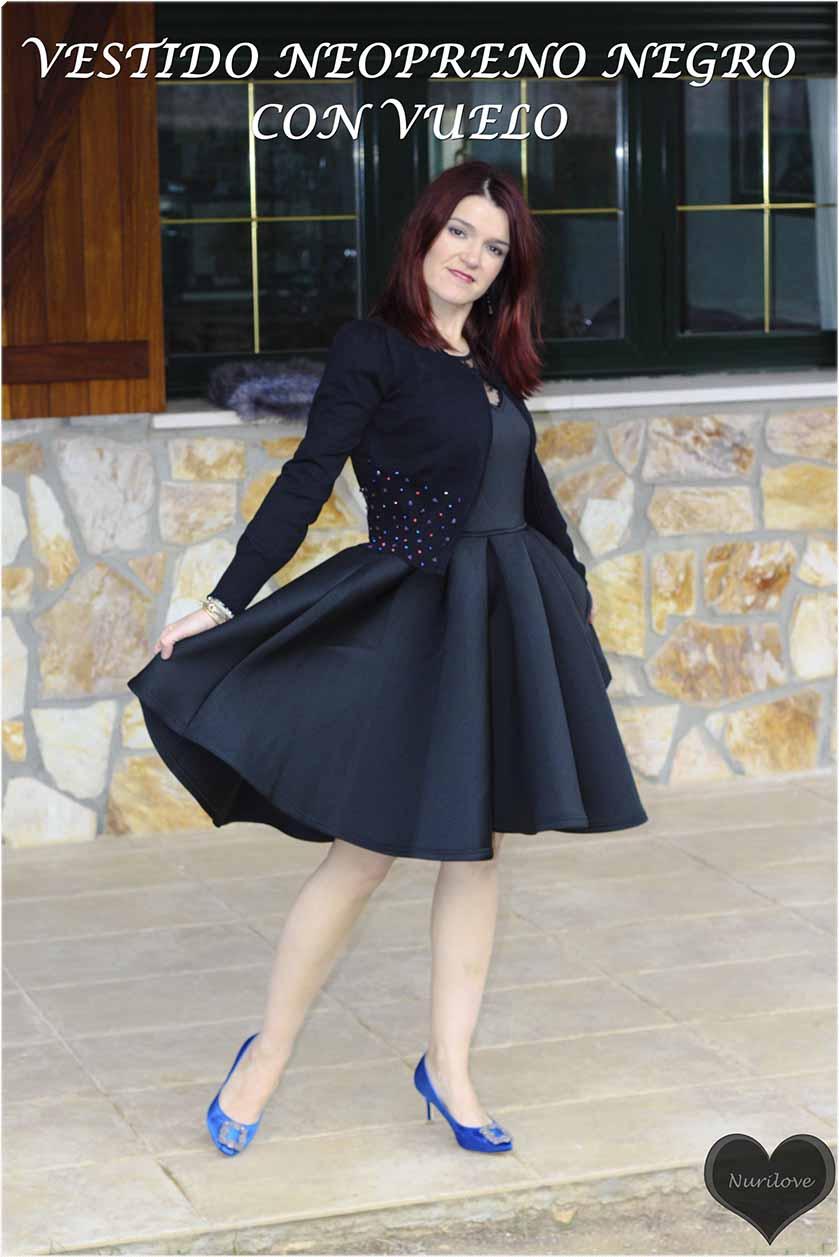 un look con un vestido de neopreno combinado para ser la invitada perfecta de una boda