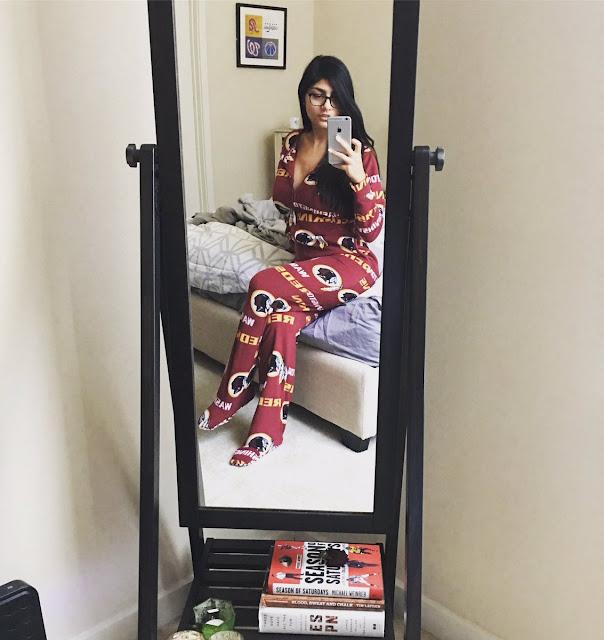 Mia Khalifa Hot HD Pic Taking Selfie
