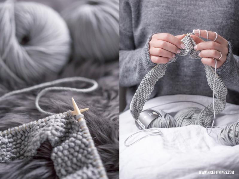 Decke stricken mit grauer Wolle