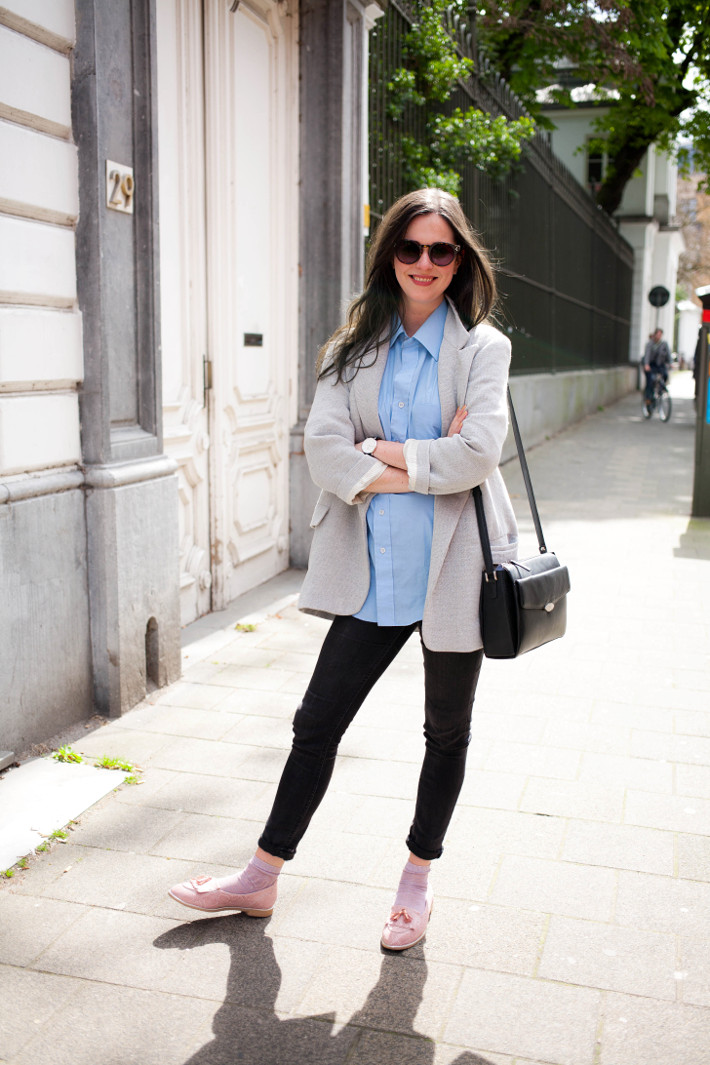 Outfit: preppy in oversized blazer, glitter socks and pink loafers