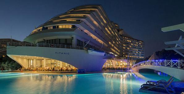 To ξενοδοχείο που έχει την μορφή του… Τιτανικού! Δείτε πως είναι από μέσα! (photos)