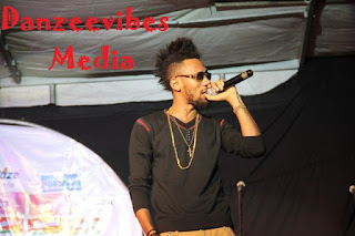 phyno holding a mic on stage