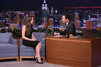 Hailee-Steinfeld-on-The-Tonight-Show-Starring-Jimmy-Fall_010-sexycelebs.in.jpg