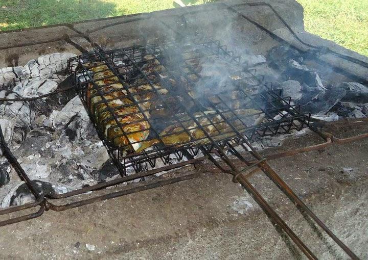 Makan siang Ikan laut bakar