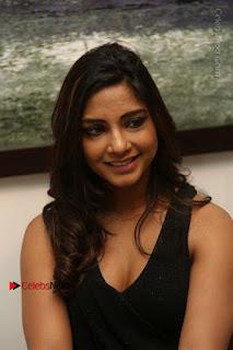 Telugu Actress Kamna Singh Stills in Black Dress at Bharat Thakur Art Exhibition Launch  0116.jpg