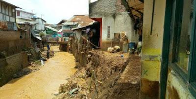 Banjir Bandang Cicaheum Akibat Faktor Alam dan Buruknya Tata Ruang