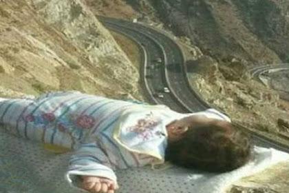 Orang tua di Arab Saudi Dikutuk Taruh Bayi di Tepi Tebing