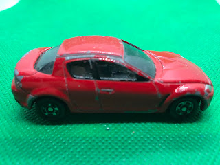 マツダ RX-8 のおんぼろミニカーを側面から撮影
