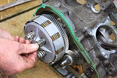 Yamaha YZF R125 engine strip , cases split , gearbox , engine repairs