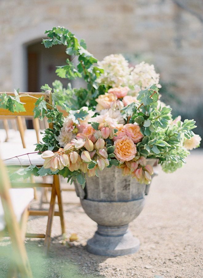 10 Steal-Worthy Flower Arrangements For Your Wedding Ceremony ...