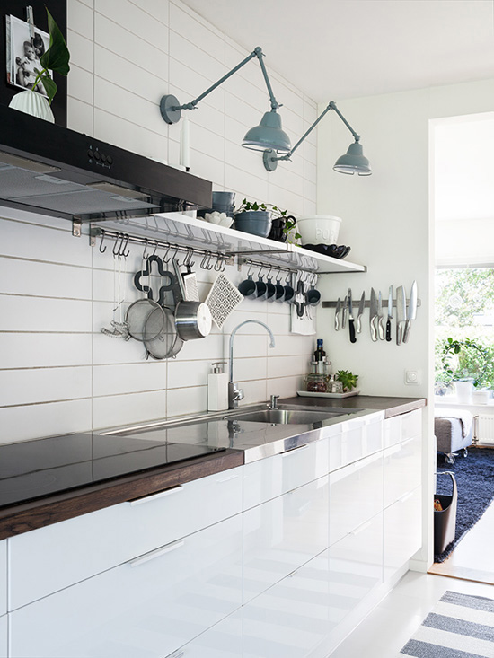 Black and white kitchen of Emma and Daniel Lerum (photo via Made in Presbo).