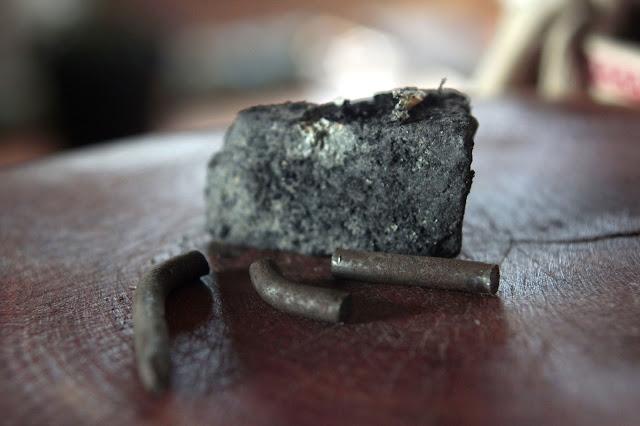 kamień, gwóźdź, drewno,zawleczka