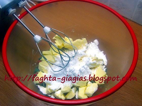 Κουραμπιέδες με βούτυρο γάλακτος και καβουρδισμένα αμύγδαλα - από «Τα φαγητά της γιαγιάς»