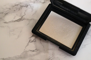 Gold highlighter Nars