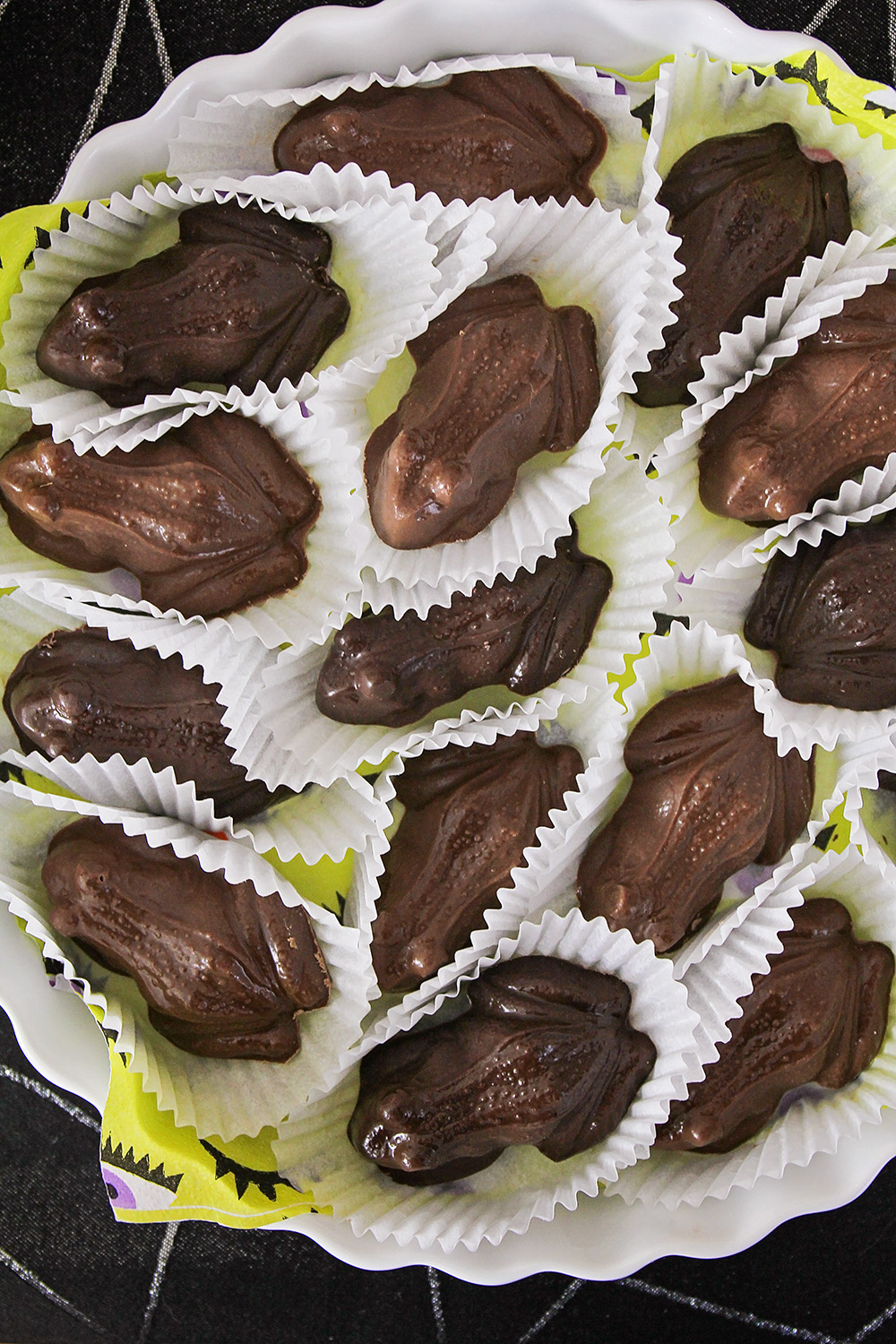 These homemade chocolate frogs are the perfect touch for your Harry Potter party, and so easy to make!