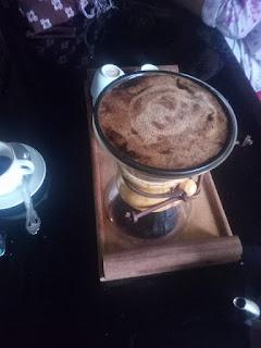 Disuguhin kopi enak di aroma