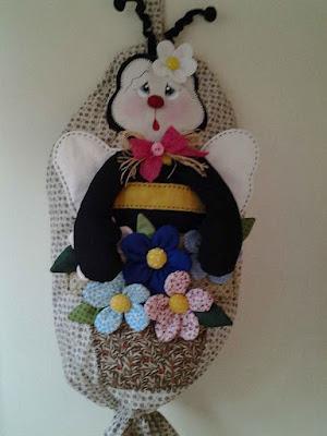 artzete, artesanato porto alegre, porta-saco, porta saco de abelinha, decoração de cozinha