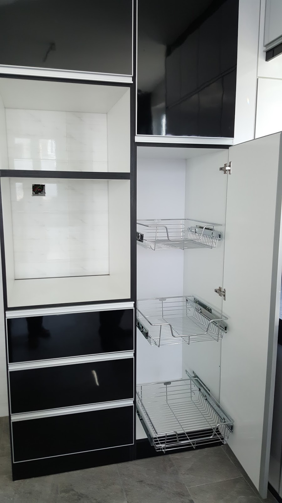 Kitchen cabinet farroda april 2016 for Kitchen cabinet murah 2016