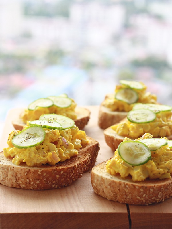 Turmeric Spiced Egg Salad Sandwich recipe by SeasonWithSpice.com