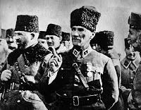 Kumandan Atatürk ve komutanları