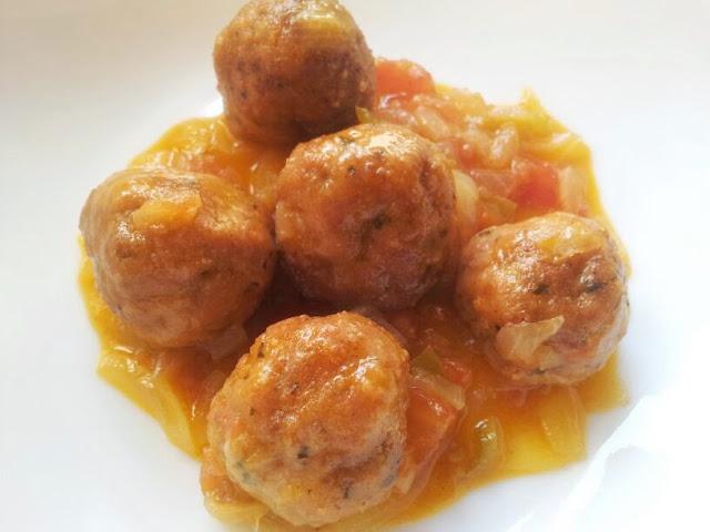 http://www.cocinaabuenashoras.com/2013/09/minialbondigas-de-pavo-con-fritada.html