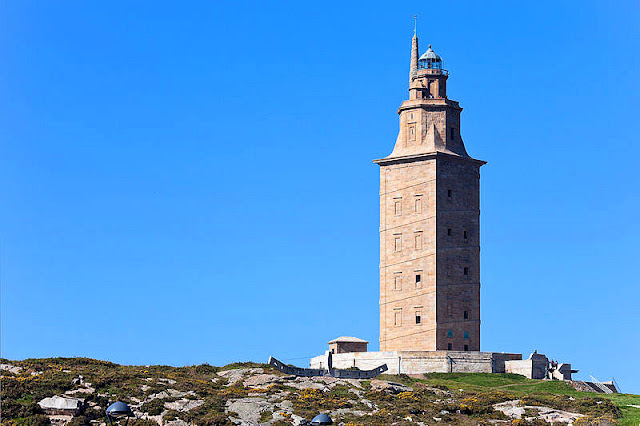The Torre de Hércules or Tower of Hercules has been standing here on Faro Island since the 2nd century A.D. Photo: WikiMedia.org.